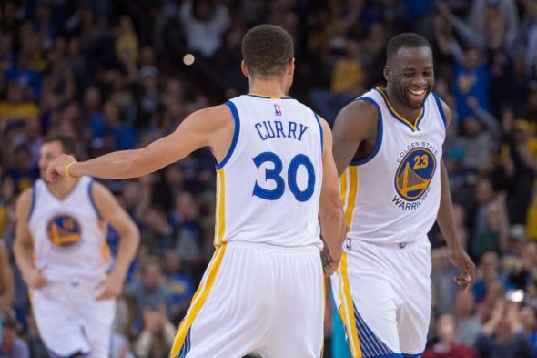 stephen-curry-draymond-green-nba-charlotte-hornets-golden-state-warriors-590x900